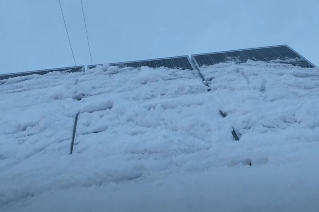 Nieve en las placas solares