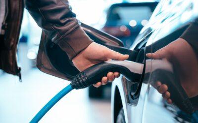 ¿Se puede cargar un coche eléctrico con placas solares?